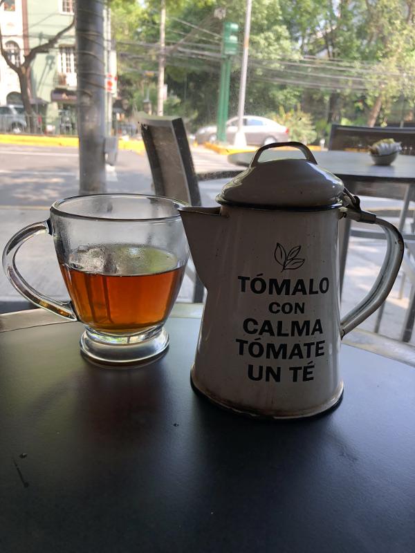 esquina de té, taza con tetera